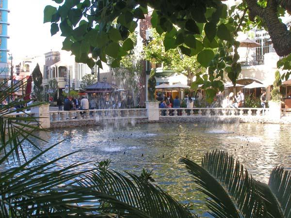 Los Angeles Grove fountain