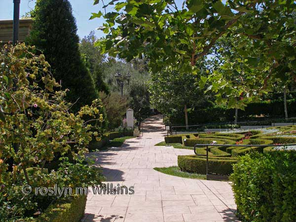 gardens-of-the-world pathway