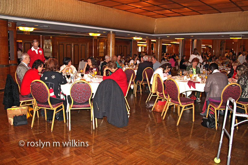 queen-mary-eating-3a-1212-C-800px