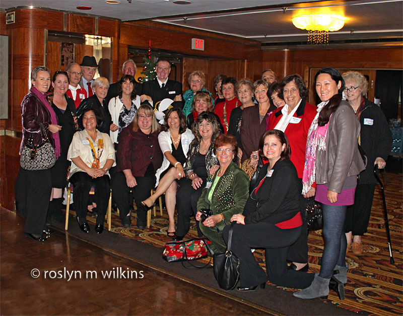 queen-mary-group-photo-2c-1212-C-800px