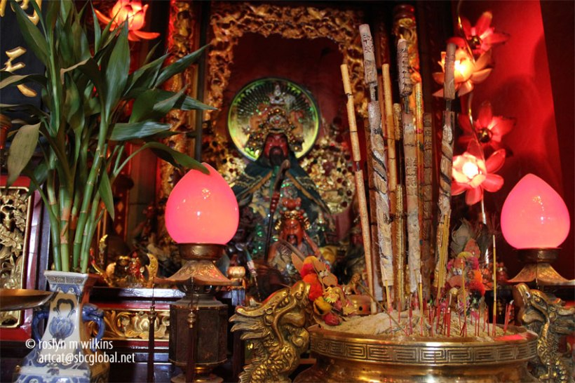 Many people come to the temple especially during the first week after New Year to receive a blessing for the year. On the concluding day of the New Year celebrations, people come to the temple to pray and beckon Mazu for blessings and protection for the rest of the year.